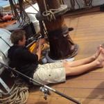 Auch auf See wird am Schiff gebastelt